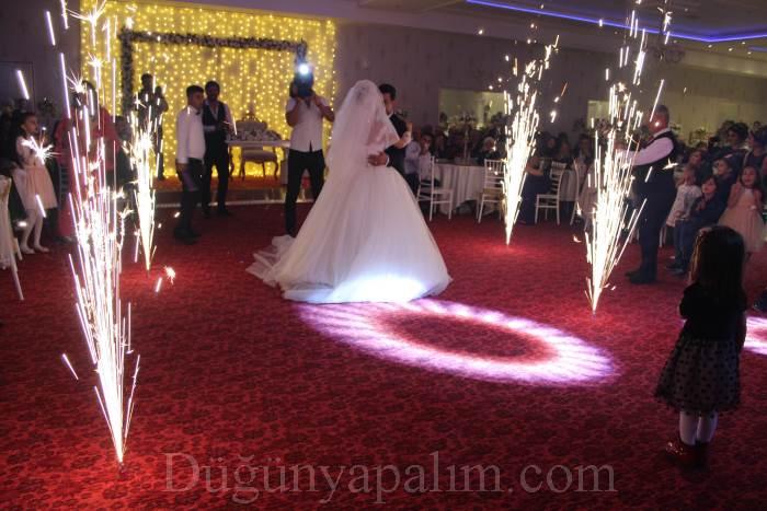 Grand İstanbul Düğün Davet ailesi EMRE&PINAR çiftine mutluluklar dileriz..